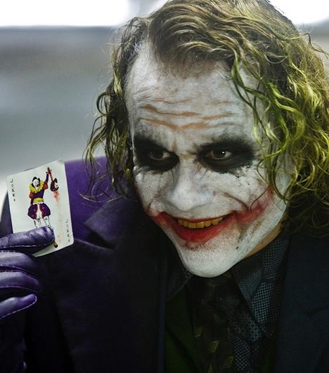Heath Ledger  A tragikusan fiatalon elhunyt színész2009-ben a világon másodikként posztumusz kapta meg a legjobb férfi mellékszereplőnek járó Oscart A sötét lovag Jokerének eljátszásáért. A díjat a gálán családja vette át a nevében.