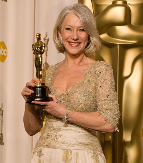 Helen Mirren  A brit színésznőt már két alkalommal jelölték Oscar-díjra, amikor is 2007-ben A királynő című filmben látható alakítását a legjobb női főszereplőnek járó aranyszoborral ismerte el a Filmakadémia.Kapcsolódó cikk: Bevállalós fotók! Meztelenre vetkőzött a 64 éves Helen Mirren »