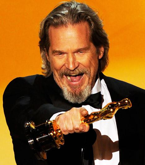 Jeff Bridges  2010-ben méltán örülhetett Jeff Bridges, hiszen öt jelölés után végre kezében tarthatta az aranyszobrot, melyet az Őrült szívben nyújtott alakításával érdemelt ki.