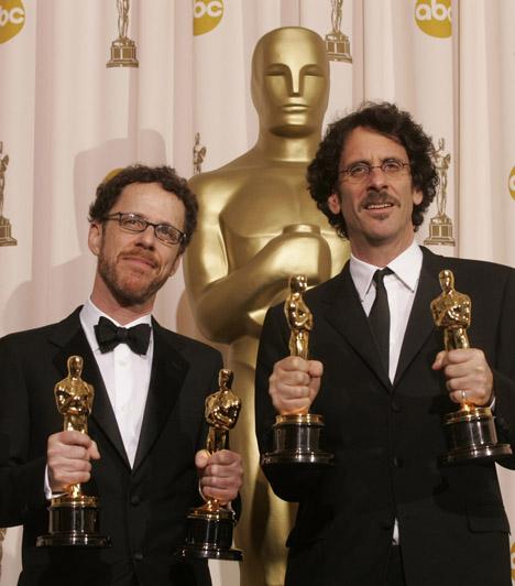 Ethan és Joel Cohen2008-ban a Nem vénnek való vidék megrendezéséért és a Cormac McCarthy regényéből adaptált forgatókönyvéért két-két Oscar-díjat vehettek át a Coen-fivérek.