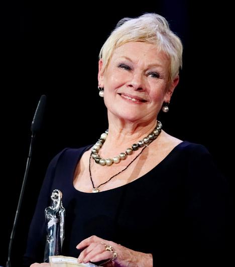 Judi DenchAz angol színésznő hat Oscar-jelöléssel büszkélkedhet, de 1999-ben, a Szerelmes Shakespeare című romantikus filmben nyújtott alakításáért végre elnyerte a szobrocskát.
