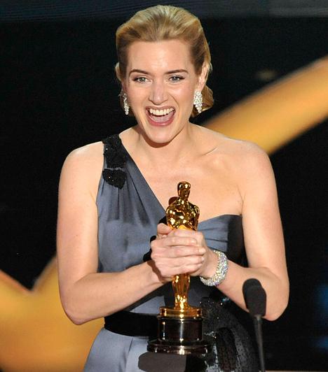 Kate Winslet  A angol színésznő hatodik Oscar-jelölését váltotta díjra 2009-ben, amikor is végre megkapta az aranyszobrot A felolvasó című romantikus-történelmi drámában látható alakításáért.