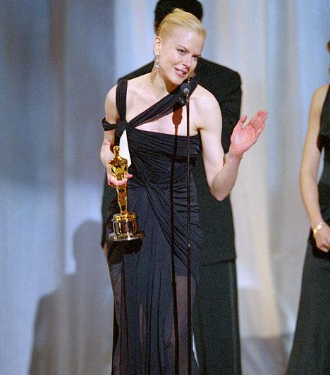 Nicole Kidman  2003-ban a színésznőé lett az aranyszobor a legjobb női főszereplő kategóriában Virginia Woolf írónő eljátszásért, amelyet Az órák című filmben láthattunk. Kapcsolódó cikk: Máris tiszta anyja! Nicole Kidman csemetéje tündéri kis hölggyé cseperedett »