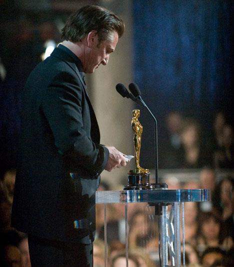 Sean PennAz amerikai színész az ezredfordulót követően két Oscar-díjat is kapott a legjobb férfi főszereplő kategóriájában, 2004-ben A titokzatos folyóért, illetve 2009-ben a Milk című életrajzi filmért, amelyben Harvey Milk meleg politikust formálta meg.Kapcsolódó sztárlexikon:Ilyen volt, ilyen lett: Sean Penn »