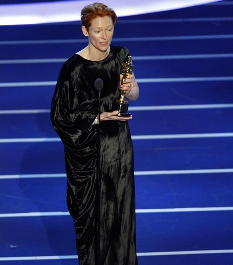 Tilda Swinton  A brit színésznőt első alkalommal jelölték a rangos elismerésre, amelyet 2008-ban meg is kapott a Michael Clayton című politikai thriller legjobb női mellékszereplőjeként. Kapcsolódó cikk: A fia lehetne! Tilda Swinton egy 18 évvel fiatalabb férfival kezdett románcot »