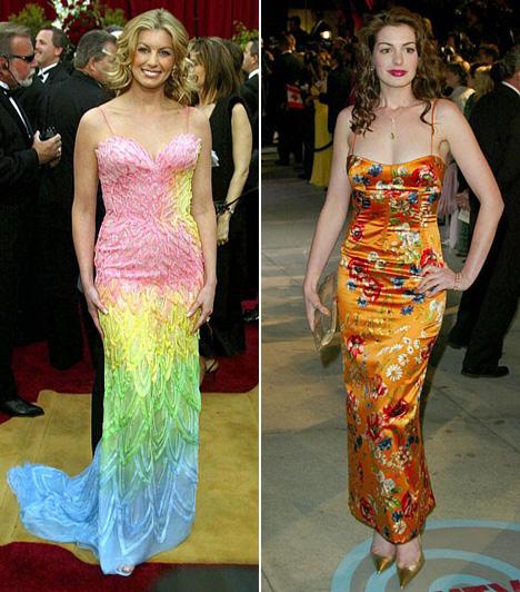 Szivárványszínű ruhákEgy gálán az egyszínű estélyi ruhák mutatnak a legjobban, ez a paradicsommadárra emlékeztető tiritarkaság egyszerűen túl sok egy ilyen elegáns rendezvényre. Faith Hill 2002-ben, Anne Hathaway pedig 2004-ben lőtt mellé a ruhájával.