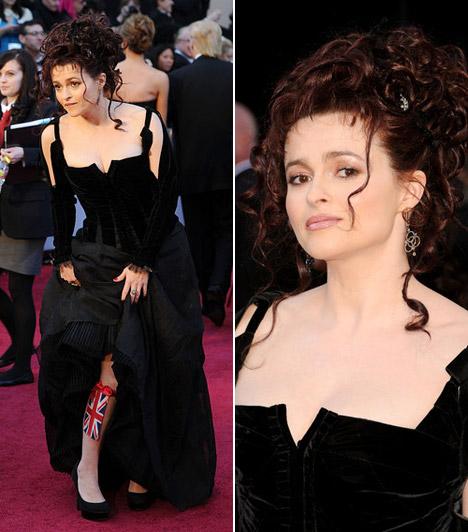 Helena Bonham Carter  Helena Bonham Carter hozta a tőle megszokott extrém formáját, fekete ruháját Colleen Atwood tervezte - lábán pedig harsinya helyett egy mini brit zászló díszelgett.