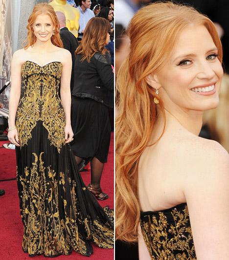 Jessica Chastain  A bájos sztár ragyogott a gálán fekete, arannyal díszített Alexander McQueen ruhájában.