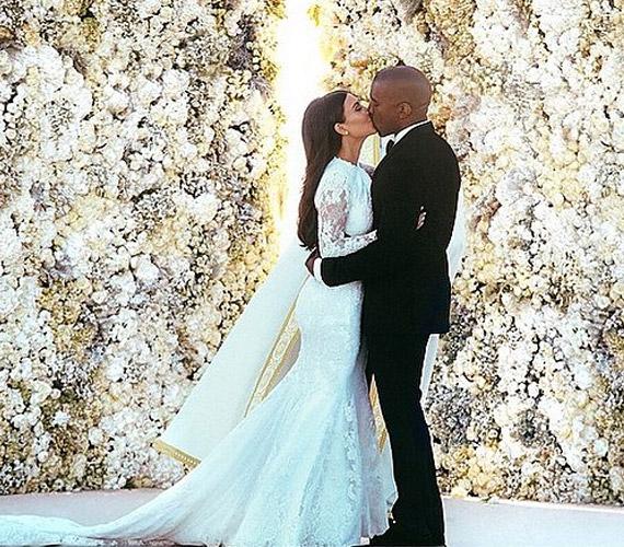 Kim Kardashian és Kanye West esküvői fotója az Instagram legnézettebb képe lett.