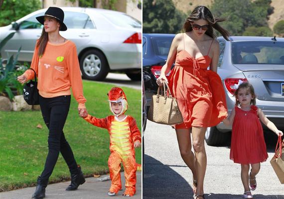 A Victoria's Secret angyal, Alessandra Ambrosio fiával és lányával is szeret hasonló ruhákba bújni. Igaz, míg Anjával húzhat fel nőies, piros ruhát, addig Noah dínós jelmezéhez egy kicsit nehezebb hozzáöltözni.