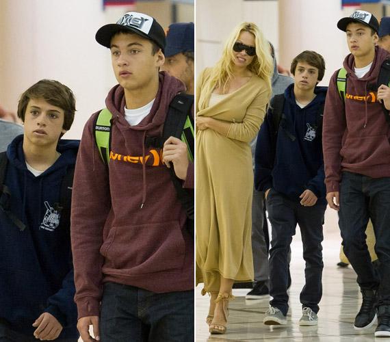 2011. december 23-án anyjukkal a Los Angeles-i reptéren kapták őket lencsevégre.