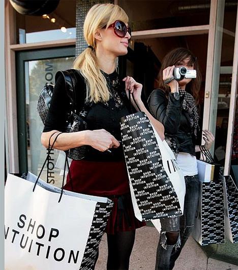 Van miből shoppingolni  Imád shoppingolni, és van is miből. A Forbes magazin becslései szerint évente több millió dollár folyik be a bankszámlájára.