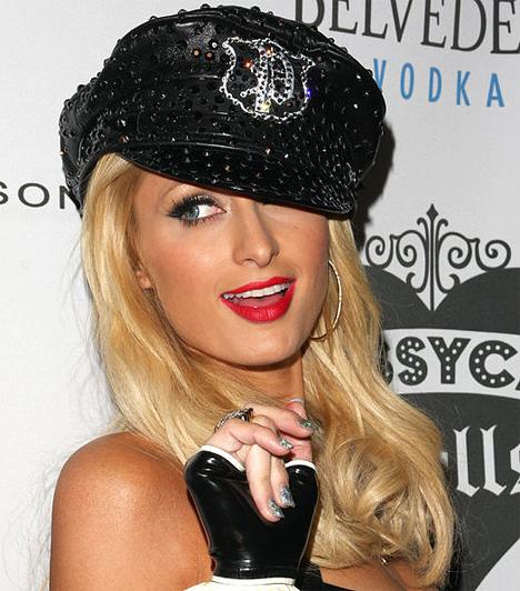 Énekesnőként  A multitálentum énekesi karriert is a háta mögött tudhat: bizonyára Britney-től vett leckéket.