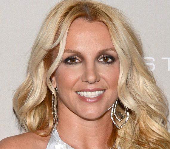 Britney Spears idegállapota akkor kezdett megromlani, mikor Kevin Federline-nal kötött házassága tönkrement. Az énekesnő annyira rosszul viselte a csalódást, hogy kétszer is megpróbált véget vetni az életének, szerencsére mindkétszer sikertelenül. Bár magánélete azóta is egészen kusza, lelkileg összeszedte magát, hogy két kisfia felügyeleti jogát ne vehessék el tőle újból.