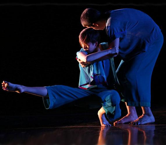 A díjnyertes koreográfus és igazgató, Doug Varone egyaránt otthonosan mozog a táncművészet, a színház, az opera, a film, a televízió és a divat világában.