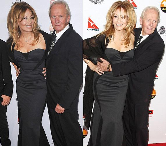 Paul Hogan még mindig bolondul feleségéért, és Linda Kozlowski is örömmel borul férje karjaiba.