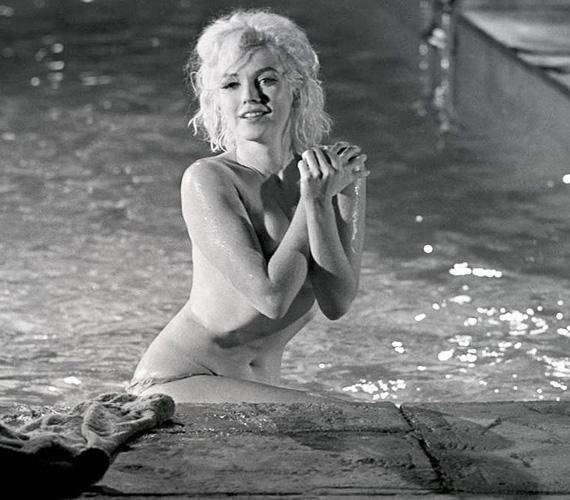 Marilyn Monroe már belekezdett a Something's Got to Give című film forgatásába, számos jelenetet rögzítettek vele, amikor 1962 augusztusában, 36 éves korában túladagolásban elhunyt. A filmet sosem fejezték be.