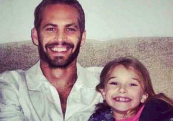 Újabb kép a családi fotóalbumból. Látszik, hogy Paul mennyire büszke a kislányára.