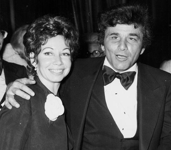 A hatvanas években Peter Falk gyakran magával vitte a különböző filmes eseményekre első feleségét, Alyce-t is. Az egyik ilyen alkalommal készült ez a fotó.