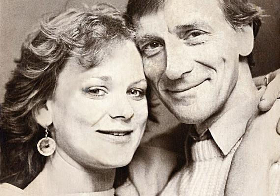Ritka közös fotón apa és lánya! Ezen a képen Samantha még csak 24 éves volt, 1985-ben, december 31-én készült a fotó.