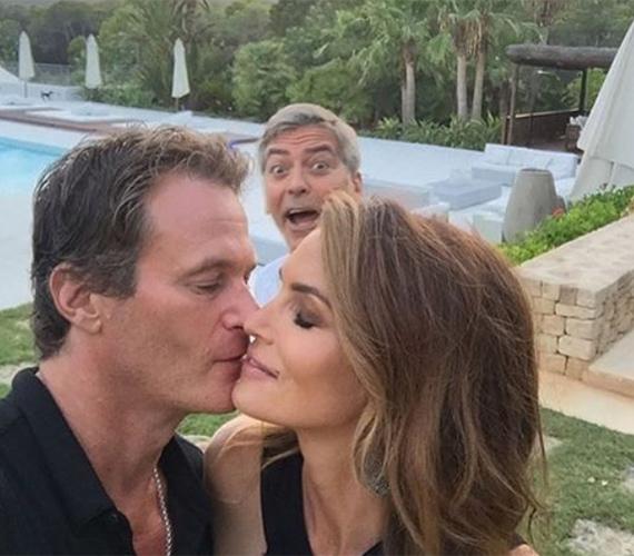 Cindy Crawford és a férje jóban vannak Clooney-val, így talán elnézik neki, hogy meghiúsította intim pillanatukat.