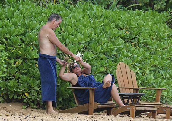Azt mindig is tudtuk, hogy a színész igazi úriember, de, hogy ennyire romantikus alkat azt nem is sejtettük. Trópusi virágokból készített csokrot a feleségének.