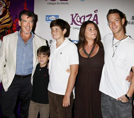 Pierce Brosnannek négy saját és egy fogadott gyermeke van - közülük Sean a legidősebb.