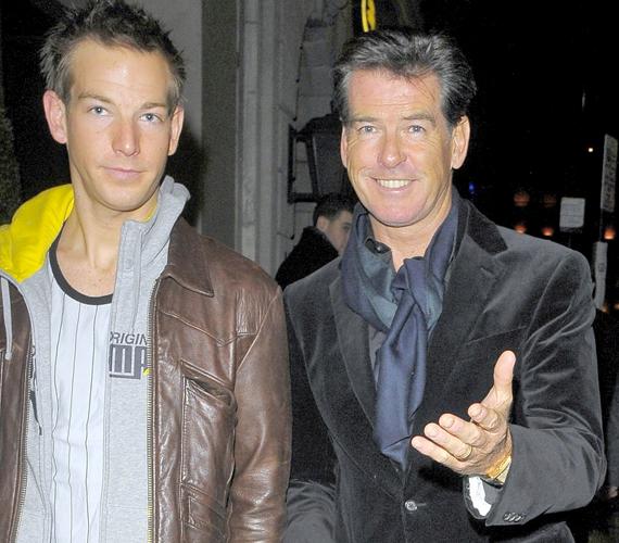 Apa és fia jó viszonyban vannak - az ifjabbik Brosnan egy évadon át a Gyilkos megszállás című sorozatban játszott, 2012-ben pedig várhatóan a mozivásznon is feltűnik.