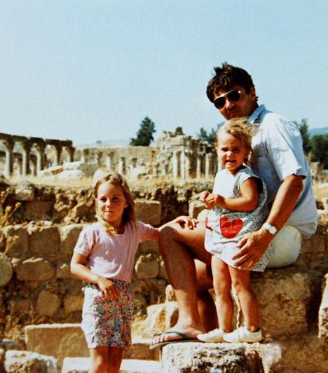 A kezdetek                         Philippa Charlotte Middleton 1983. szeptember 6-án látta meg a napvilágot az angliai Reading városában, Michael és Carole Middleton középső gyermekeként. Szöszke kislányból barna szépséggé cseperedett az évek során.                         Kapcsolódó képgaléria:                         Kate Middleton élete képekben »