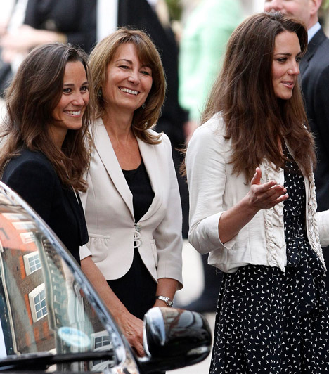 A Middleton-lányok                         A Middleton-nővérek örökölték édesanyjuk, Carole szépségét, aki maga is a fiatalos stílust képviseli. Milőtt beindították volna családi vállalkozásukat, az édesanya stewardessként dolgozott.                         Kapcsolódó cikk:                         Kate Middleton édesanyja 50 fölött is igazi bombázó »