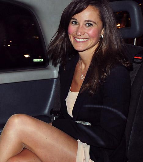 A britek kedvence                         Pippa Middleton nővére révén hamar a britek ügyeletes kedvence lett, sugárzó szépségének és közvetlenségének köszönhetően a királyi esküvő óta sem csökken iránta az érdeklődés.                         Kapcsolódó cikk:                         Elbűvölő szépség! Íme, Kate Middleton húga, a bájos Pippa »