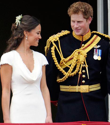 Mindenkit elbűvölt  A brit lapok árgus szemekkel figyelték a kisebbik Middleton-lány és Harry herceg minden mozdulatát az esküvőn. Bennfentesek szerint a bájos nyoszolyólány valósággal megbabonázta a kisebbik herceget.  Kapcsolódó cikk: Vicces fotók! A gyerekek voltak a hercegi esküvő legtündéribb résztvevői »