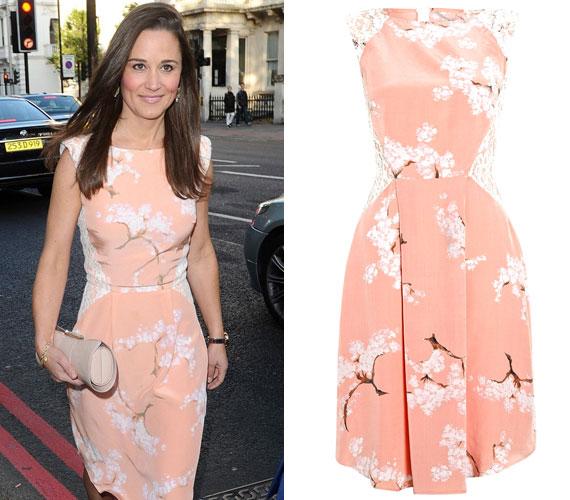 A londoni Történelmi Múzeum május végi partiján ugyancsak Tabitha Webb egyik kreációját viselte: az egy barackszínű, cseresznyevirágokkal díszített darab volt.
