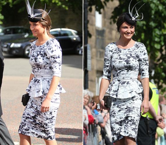 Ebben a fekete mintával nyomott fehér Tabitha Webb peplum ruhában azon a június végi esküvőn jelent meg, melynek érdekessége az volt, hogy azon Harry és Vilmos herceg mellett azok szinte összes korábbi barátnője is részt vett.