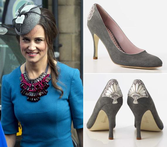 Az öltözethez egy nagyméretű, feltűnő nyakéket húzott. A szürke kalaphoz ugyanilyen színű tűsarkút választott. Az Emmy Shoes Poppy névre keresztelt darabja kapható csipkeszerű gyöngyrátéttel is.