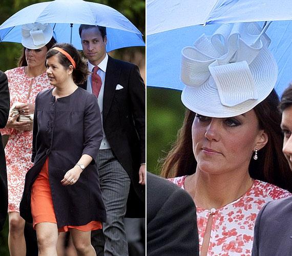 A szemerkélő eső ellen Vilmos herceg esernyővel védte feleségét.