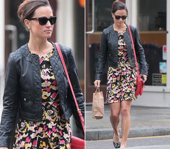 Pippa a romantikus nyári miniruhát egy vagány bőrdzsekivel vadította meg, amit már korábban is láthattunk rajta.