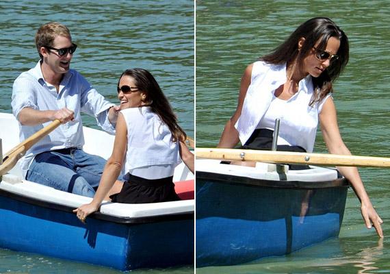 A séta után csónakázni indultak a szikrázó napsütésben.