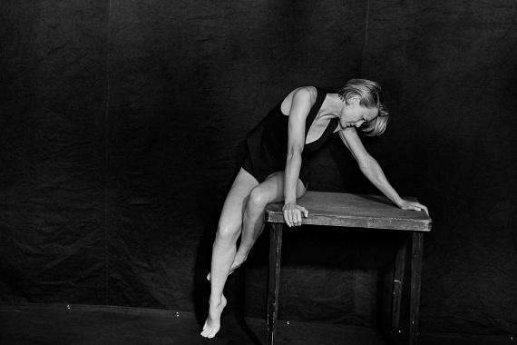 Az 50 éves Robin Wright még a hajlékonyságát is bizonyította a fotókon, amik végre igaz valójában mutatnak meg egy női testet.