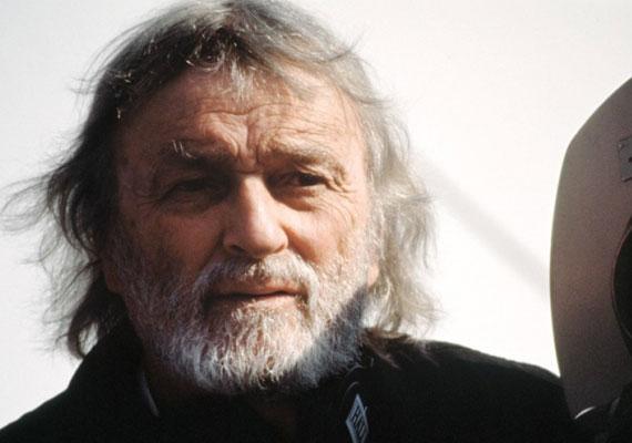 Conrad L. Hall operatőrnek 2002-ben ítéltek oda halála után Oscar-díjat A kárhozat útja fényképezéséért. 76 évesen, hólyagrákban hunyt el.