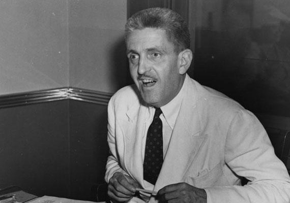Az első posztumusz Oscar-díjat 1940-ben Sidney Howard kapta az Elfújta a szél forgatókönyvéért. Csupán 48 éves volt, amikor birtokán egy mozgó traktor kerekei alá került.