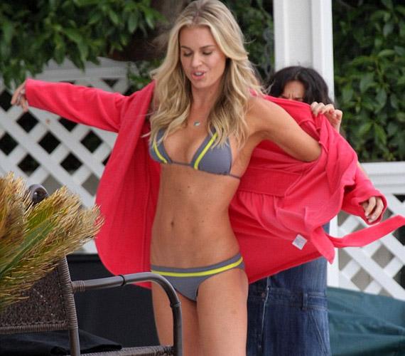 Rebecca Romijn ruganyos testét a huszonévesek is megirigyelhetik.