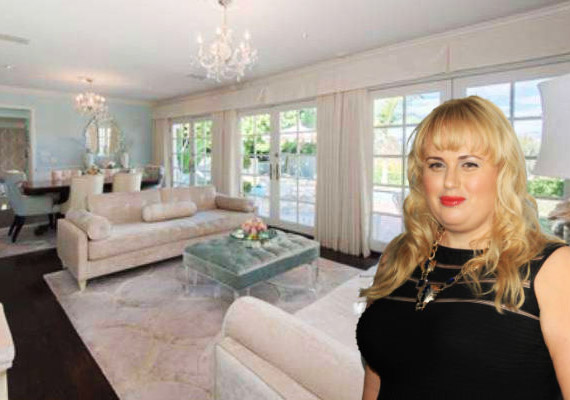AHollywood Hills-i ház 1950-ben épült, és kifejezetten világos a sok hatalmas ablaktól.