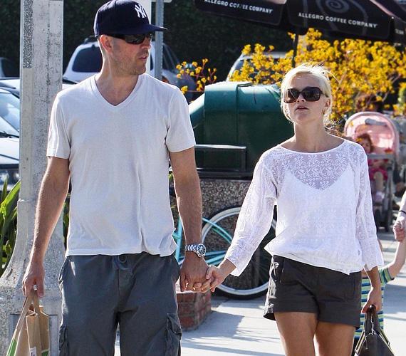 A színésznő márciusban ment hozzá Jim Toth-hoz, nemrég pedig Párizsban romantikázott, a friss házasok ott töltötték ugyanis a mézesheteket.