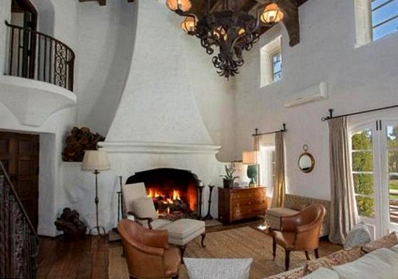 A több mint százéves házat a neves építész, Wallace Neff készítette.