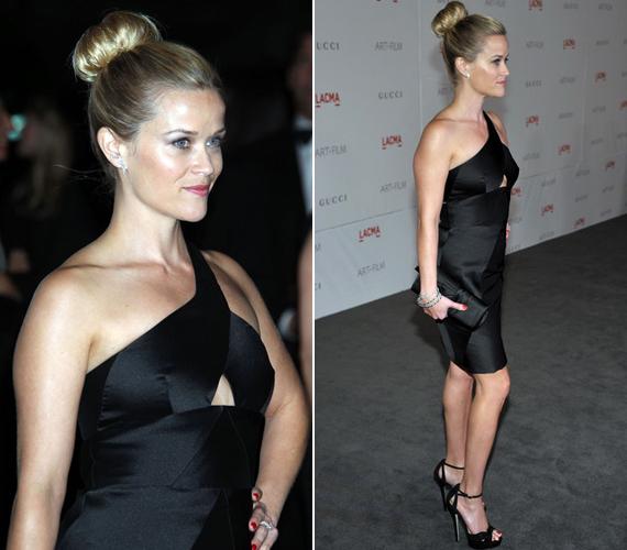 Fekete ruhájához szolid ékszereit a Van Cleef & Arpels-nél választotta - haját egyszerű kontyba tűzte.