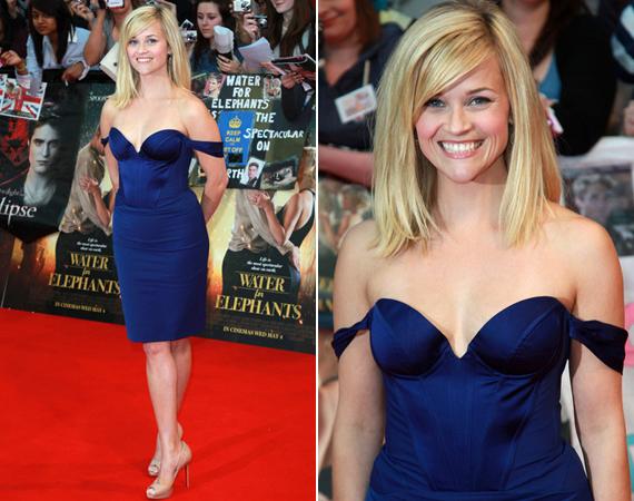 A 35 éves színésznő imádja a sötét színeket, ezt a mélyen dekoltált, szexis, királykék selyemruhát az angol filmpremierjén viselte.