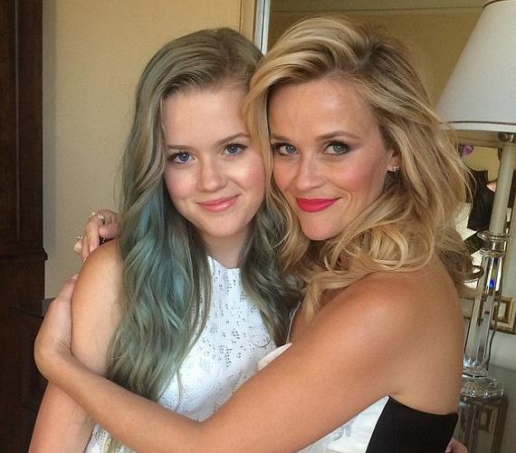 Reese Witherspoon és Ryan Philippe lánya anyukája mellett apukájára is hasonlít. Nehezen tudná letagadni bármelyiküket.