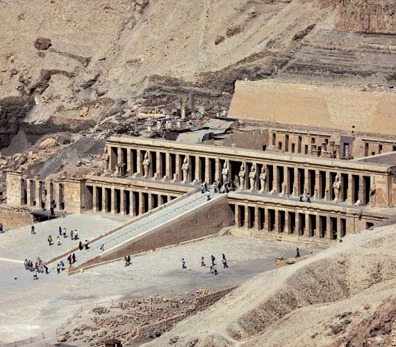Dzsószer fáraó piramisát az emberiség történetének legrégebbi kövéből faragták.