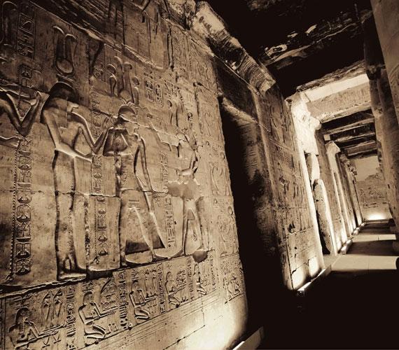 Hieroglifikus feliratok I. Szeti pompás abüdoszi palotájának falain.